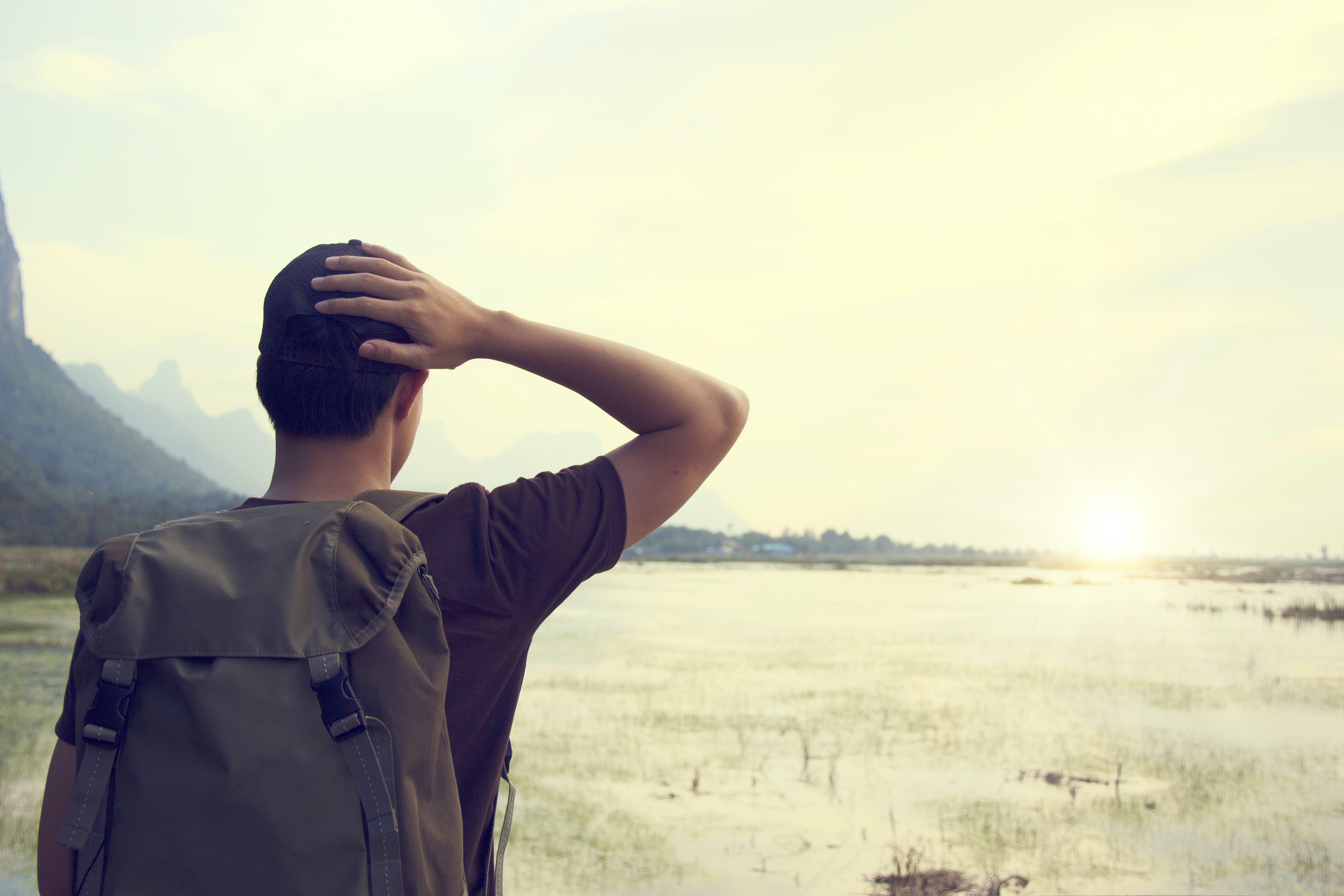 Gratis lagerfoto af Backpacker, himmel, klar himmel, mand