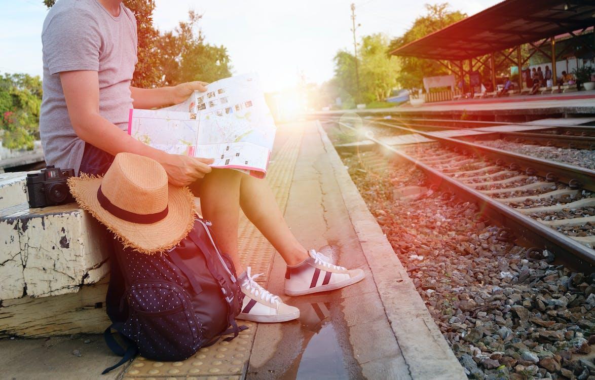 fai la valigia e parti per un viaggio sostenibile con ecobnb