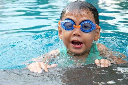 Kostenloses Stock Foto zu aktiv, baden, blau, brille