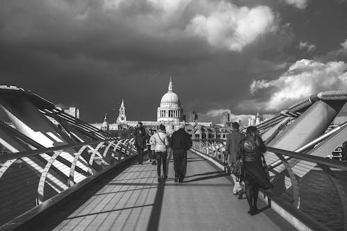 Foto d'estoc gratuïta de blanc i negre, catedral de sant paul, cúpula, dramàtic
