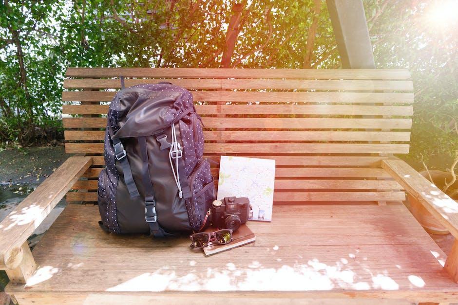 Pilih barang bawaan secara bijak. Jangan sampai malah mengganggu perjalanan.