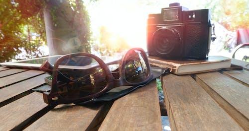 Foto d'estoc gratuïta de accessoris, articles, càmera, fusta
