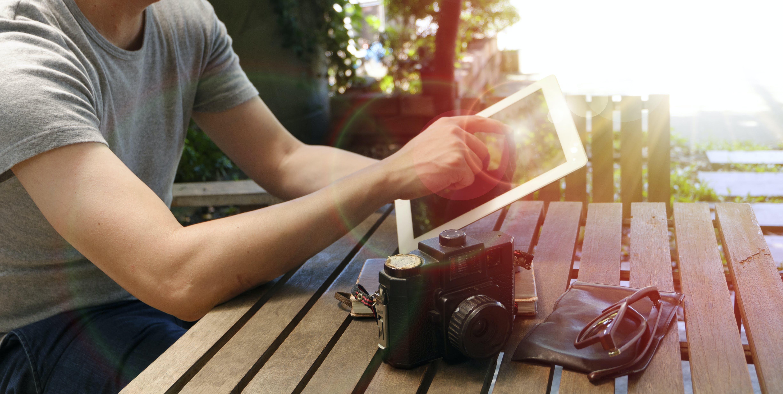 Δωρεάν στοκ φωτογραφιών με gadgets, άνδρας, άνθρωπος, αντανάκλαση
