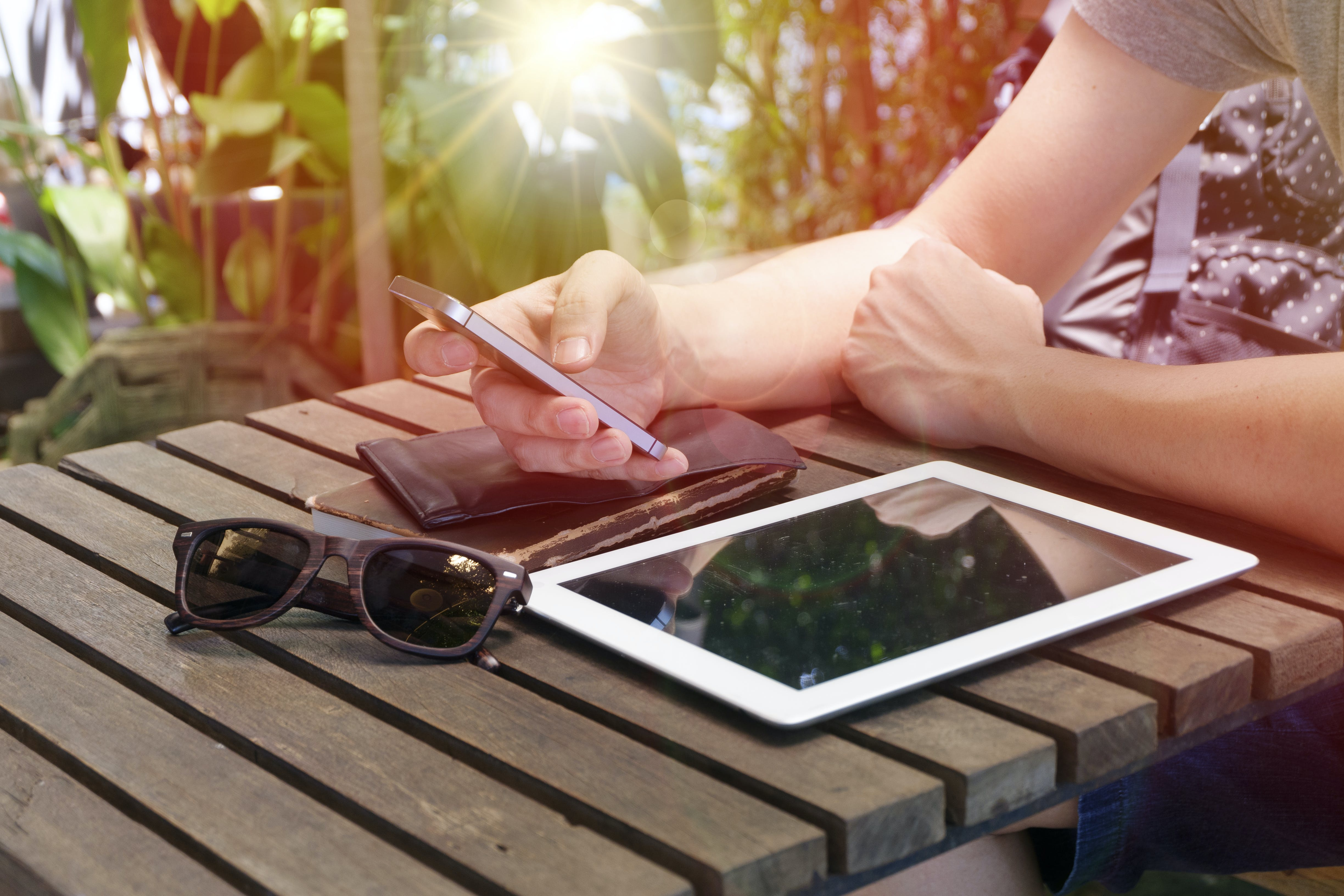 Free stock photo of sunglasses, hands, smartphone, table