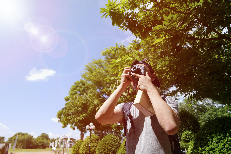 Kostnadsfri bild av backpacker, dagsljus, händer, himmel