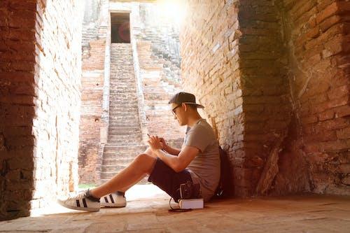 Photos gratuites de adulte, brique, escalier, escaliers