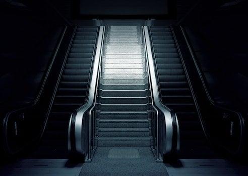 Kostenloses Stock Foto zu stufen, schwarz und weiß, dunkel, station