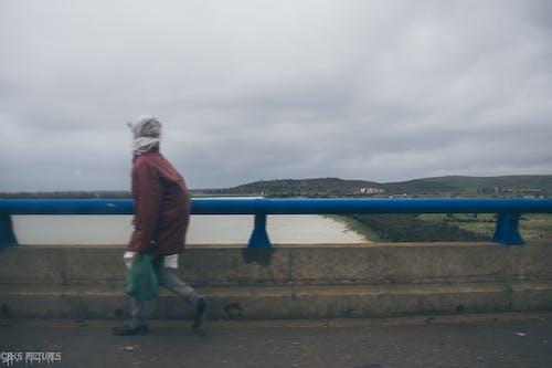 100公里每小时, 人, 圖片, 土地 的 免费素材照片