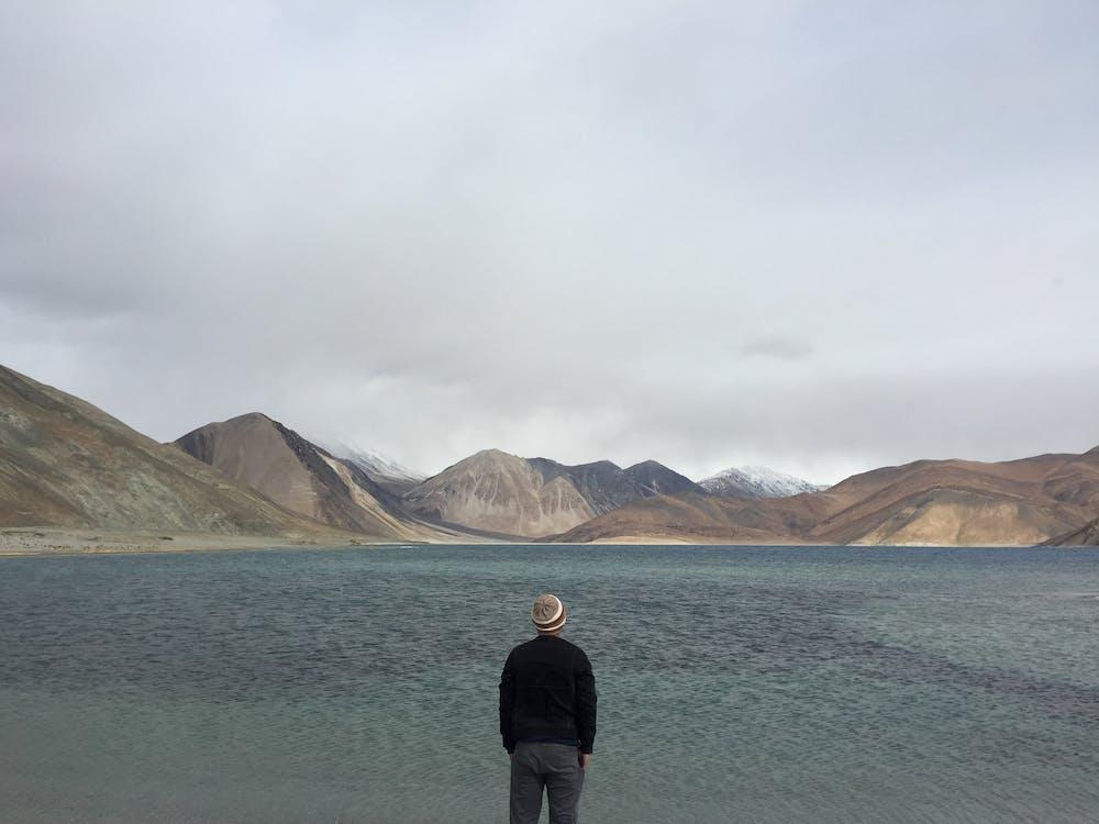achteraanzicht, bergketen, bewolkt