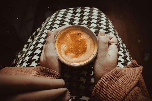 Fotobanka sbezplatnými fotkami na tému atraktívny, cappuccino, espreso, hrnček