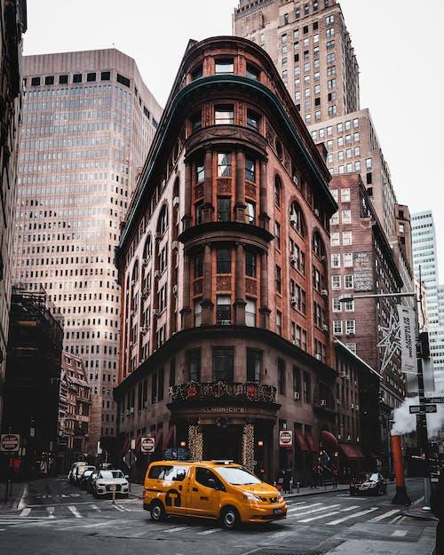 Ingyenes stockfotó autók, építészet, épület, épületek témában