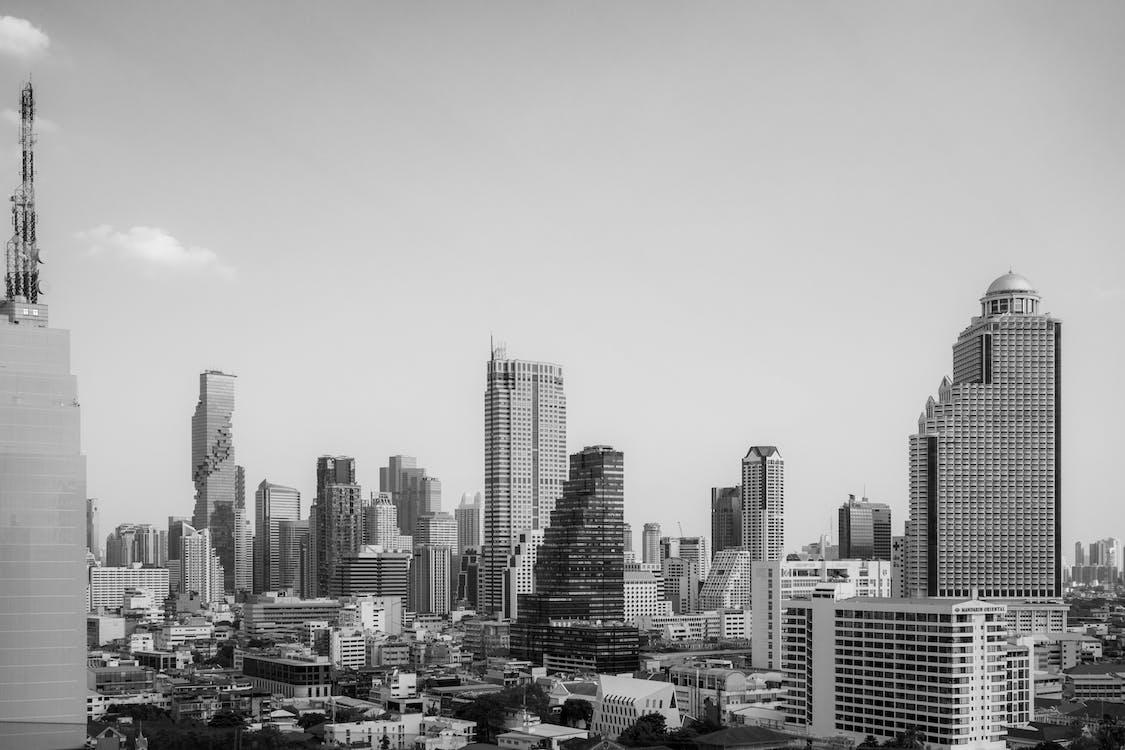 Monochromes Foto Des Bauens Während Des Tages