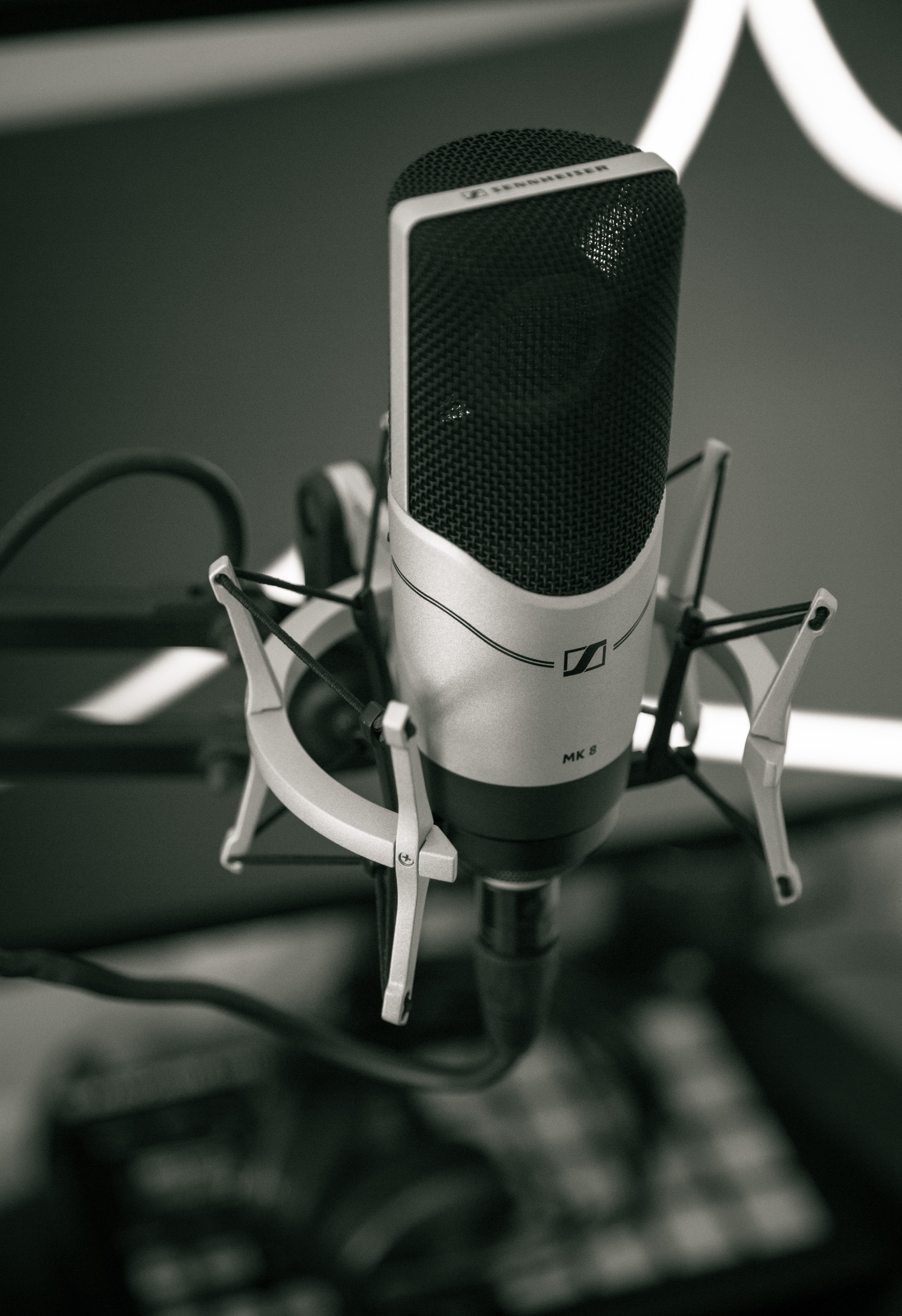 Selective Focus Photography of Condenser Microphone