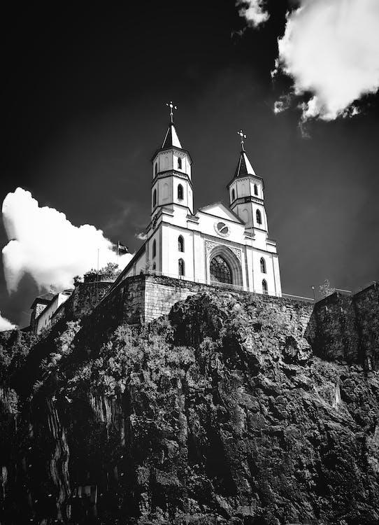 Adobe Photoshop, čierny abiely, kostol