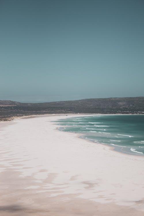 Amazing wide seashore of ocean