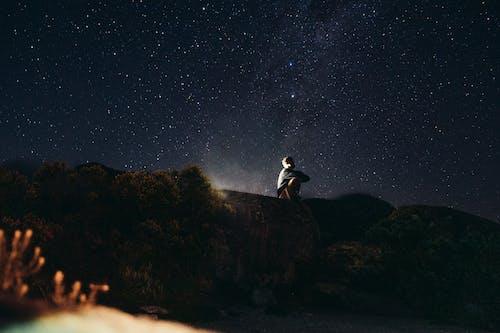 Gratis lagerfoto af aften, bakker, farver, himmel