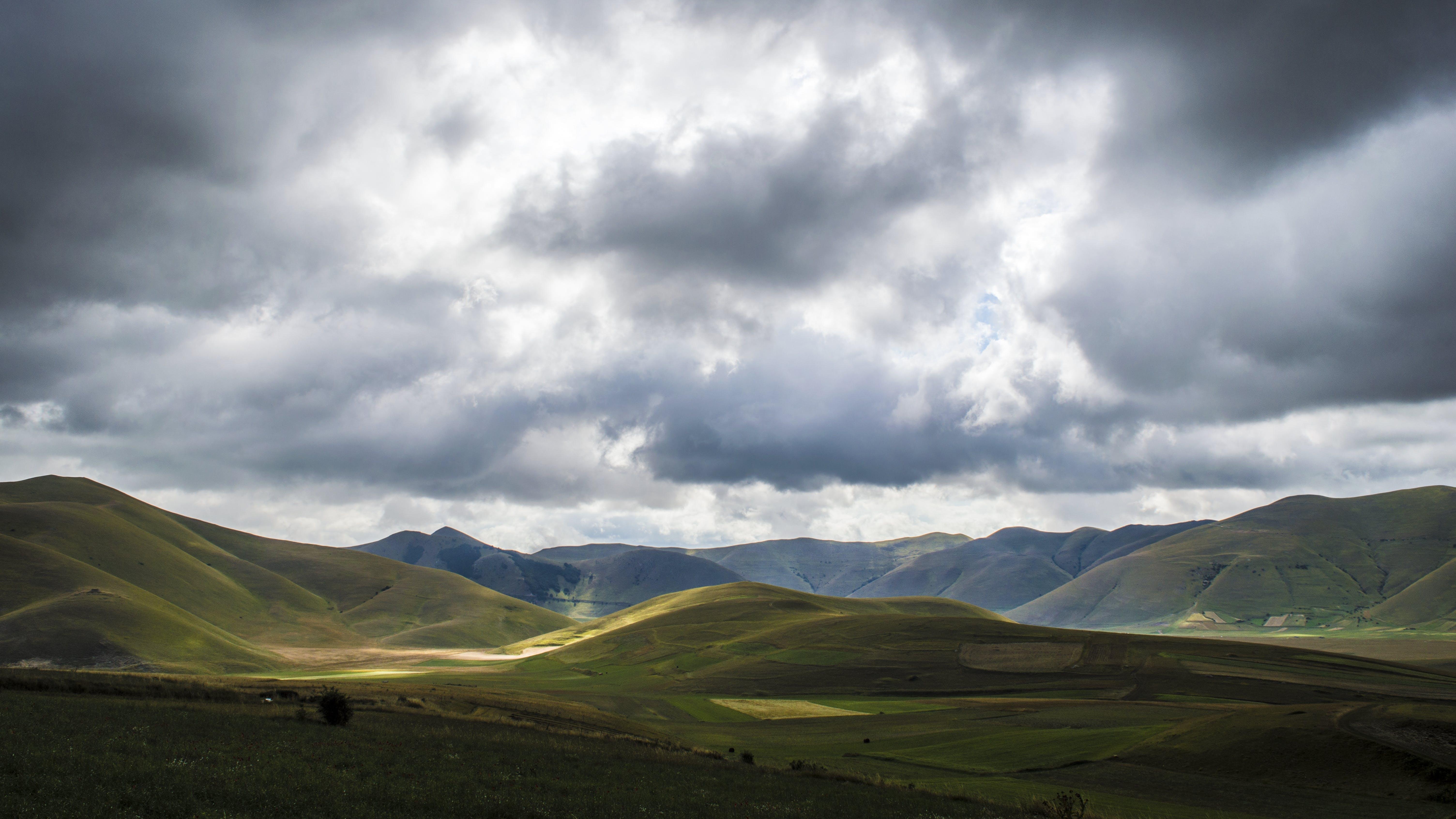 Δωρεάν στοκ φωτογραφιών με αυγή, βουνό, γήπεδο, γρασίδι