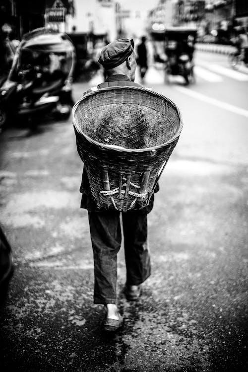 人, 商人, 單色, 城市 的 免费素材照片