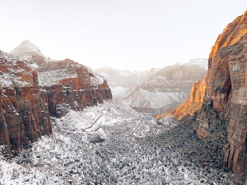 Kostenloses Stock Foto zu berg, canyon, draußen, fels