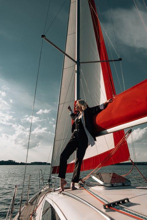 Darmowe zdjęcie z galerii z jacht, kobieta, model, modelowanie
