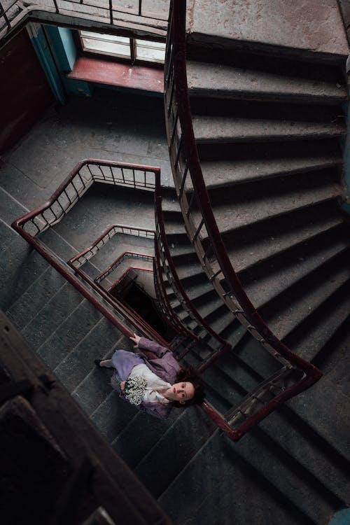 女人, 室內, 建造, 往上爬 的 免費圖庫相片