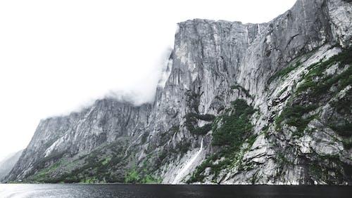Darmowe zdjęcie z galerii z chmura, dolina, drewno