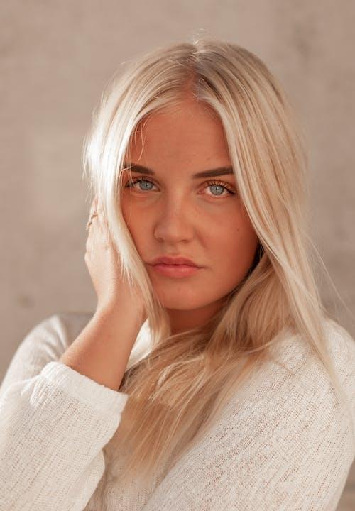 Kostenloses Stock Foto zu blaue augen, blond, blondes haar, fotoshooting
