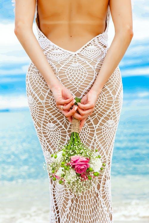 Immagine gratuita di bouquet da sposa, donna, femmina, mani
