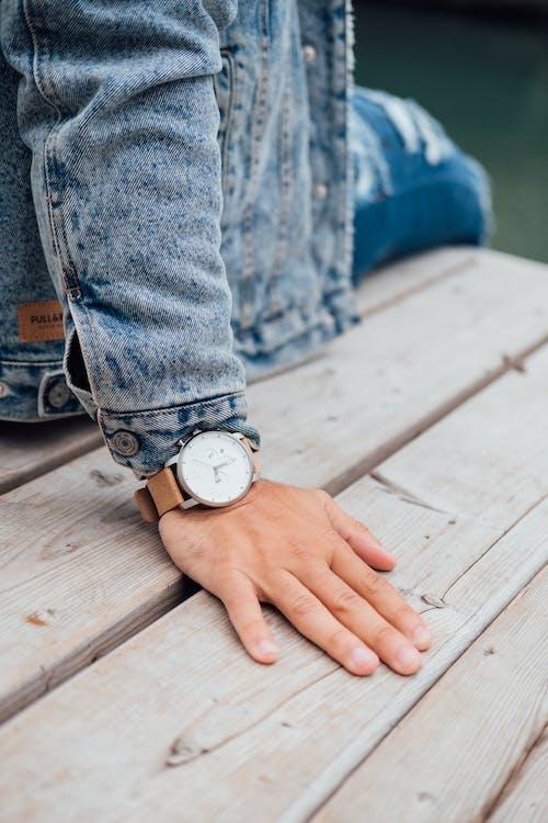 Pessoa Usando Relógio De Pulso