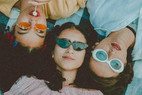 Ilmainen kuvapankkikuva tunnisteilla asento, aurinkolasit, hauska, ihmiset