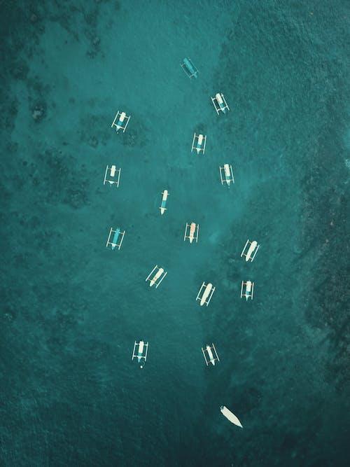 Darmowe zdjęcie z galerii z fotografia lotnicza, fotografia z drona, łodzie, morze