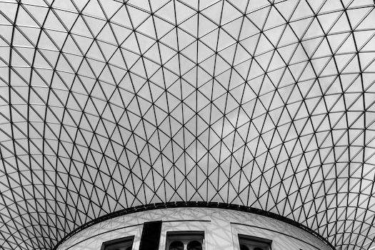 Kostenloses Stock Foto zu schwarz und weiß, gebäude, dach, architektur