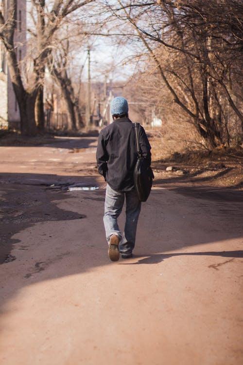 Immagine gratuita di schiena, strada, uomo