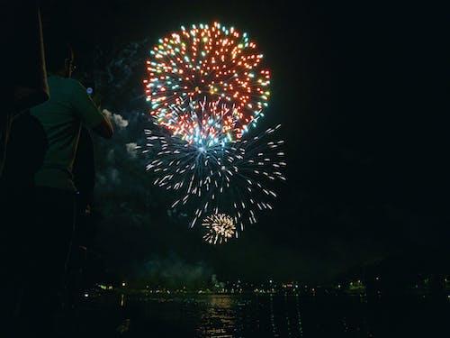 Foto stok gratis 2020, kembang api, manusia, selamat tahun baru