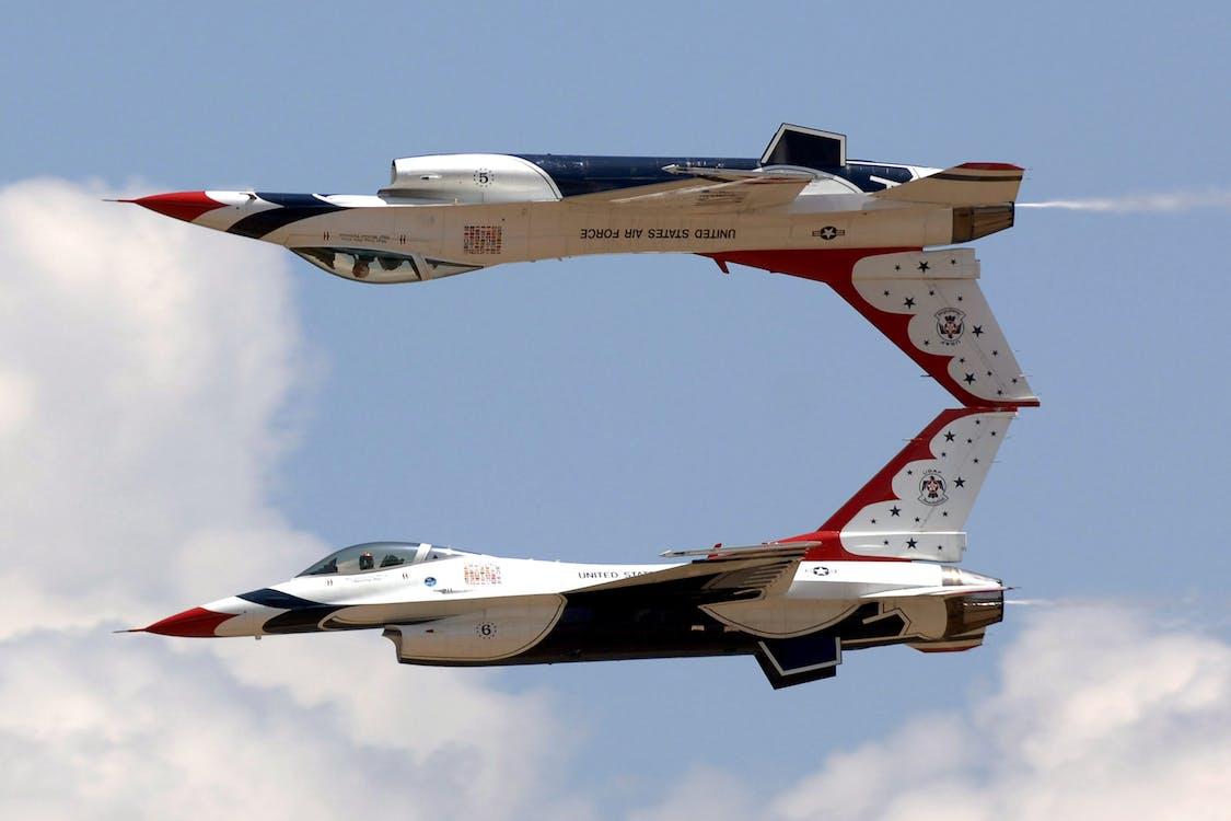 곡예 비행, 공군, 구름