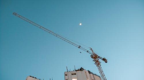 Darmowe zdjęcie z galerii z #mobilechallenge, błękitne niebo, czyste niebo, dźwig