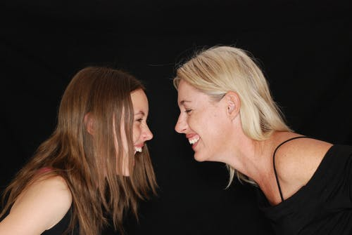 Безкоштовне стокове фото на тему «веселий, Дівчина, день матері, дочка»