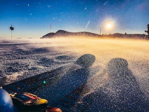 Ilmainen kuvapankkikuva tunnisteilla aurinko, gopro, hiihtää, ilma