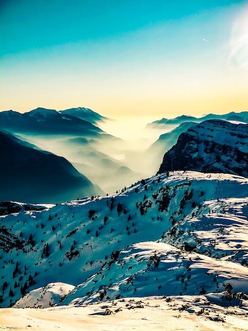 Ilmainen kuvapankkikuva tunnisteilla aurinko, gopro, hiihtää, ilmaurheilu