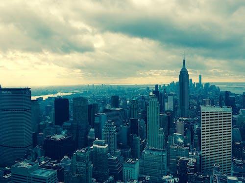 akşam, akşam karanlığı, binalar, bulutlar içeren Ücretsiz stok fotoğraf