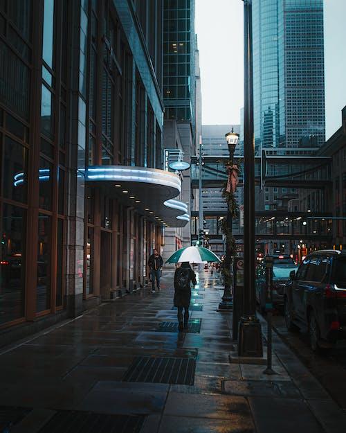 Foto profissional grátis de ao ar livre, calçada, centro da cidade, cidade