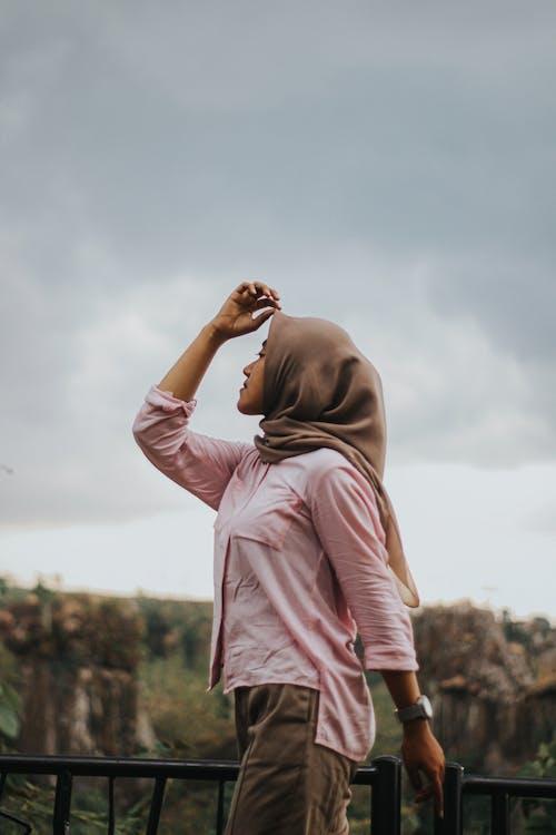 Ingyenes stockfotó áll, fejkendő, Fotófelvétel, hidzsáb témában