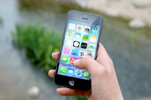 Free stock photo of hand, apple, iphone, smartphone