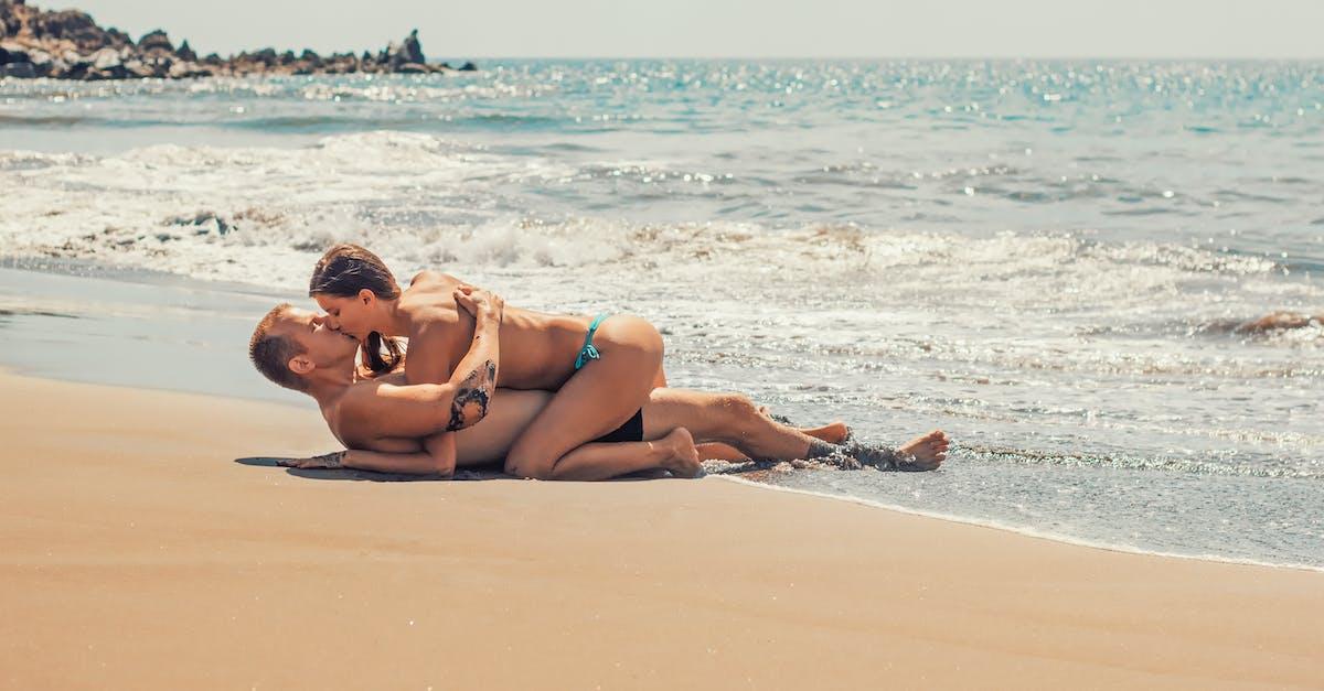 хуй ника на пляже трахались и оральничали вагин