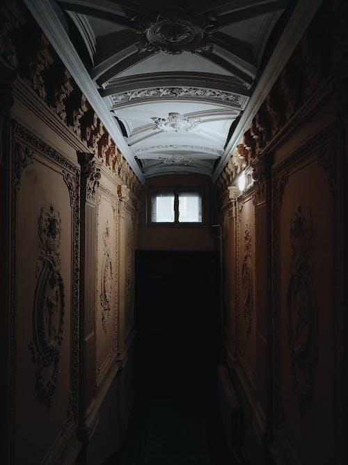 Fotobanka sbezplatnými fotkami na tému architektonické detaily, chodba, deň, detaily