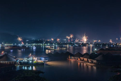 Free stock photo of new year 2020 firework over Mahakam River