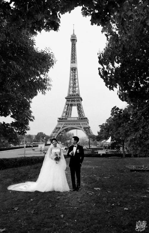 Kostenloses Stock Foto zu #mobilechallenge, braut und bräutigam, ehe, eiffelturm