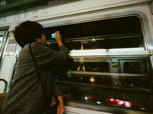 Kostenloses Stock Foto zu #mobilechallenge, durch ein fenster, eiffelturm, metro