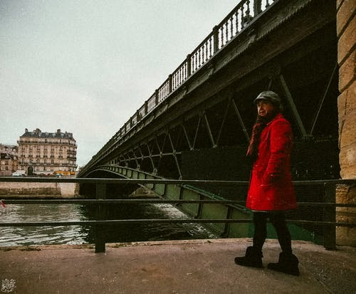 Kostenloses Stock Foto zu #dame, #mobilechallenge, ältere frau, brücke
