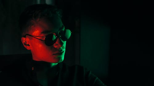 Fotobanka sbezplatnými fotkami na tému 20-25 ročný muž, chlap, laserové svetlo, mladík